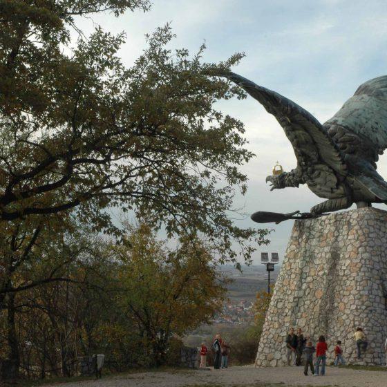 Gerecse Turul szobor